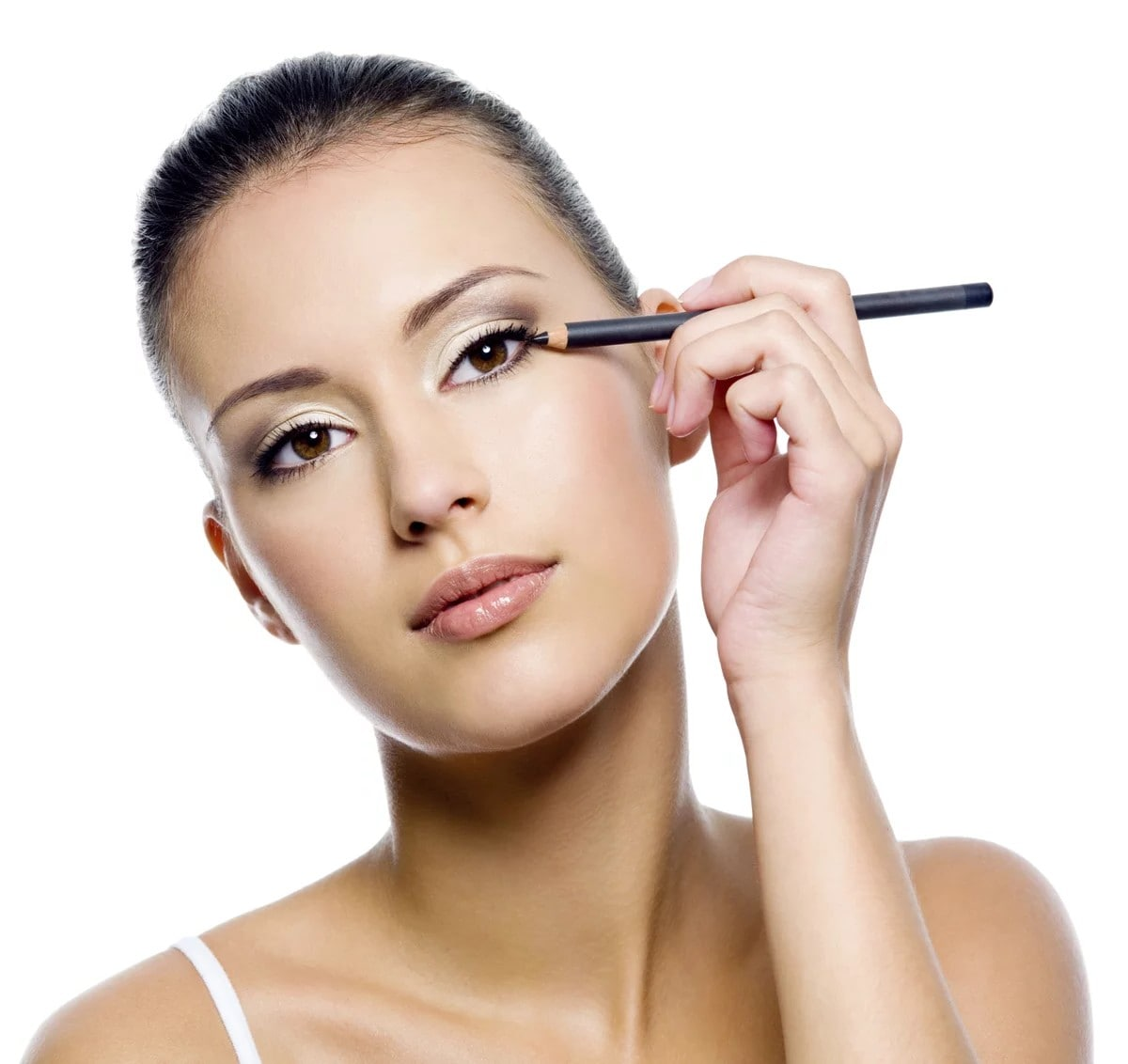 woman applying eyeliner with her left hand.