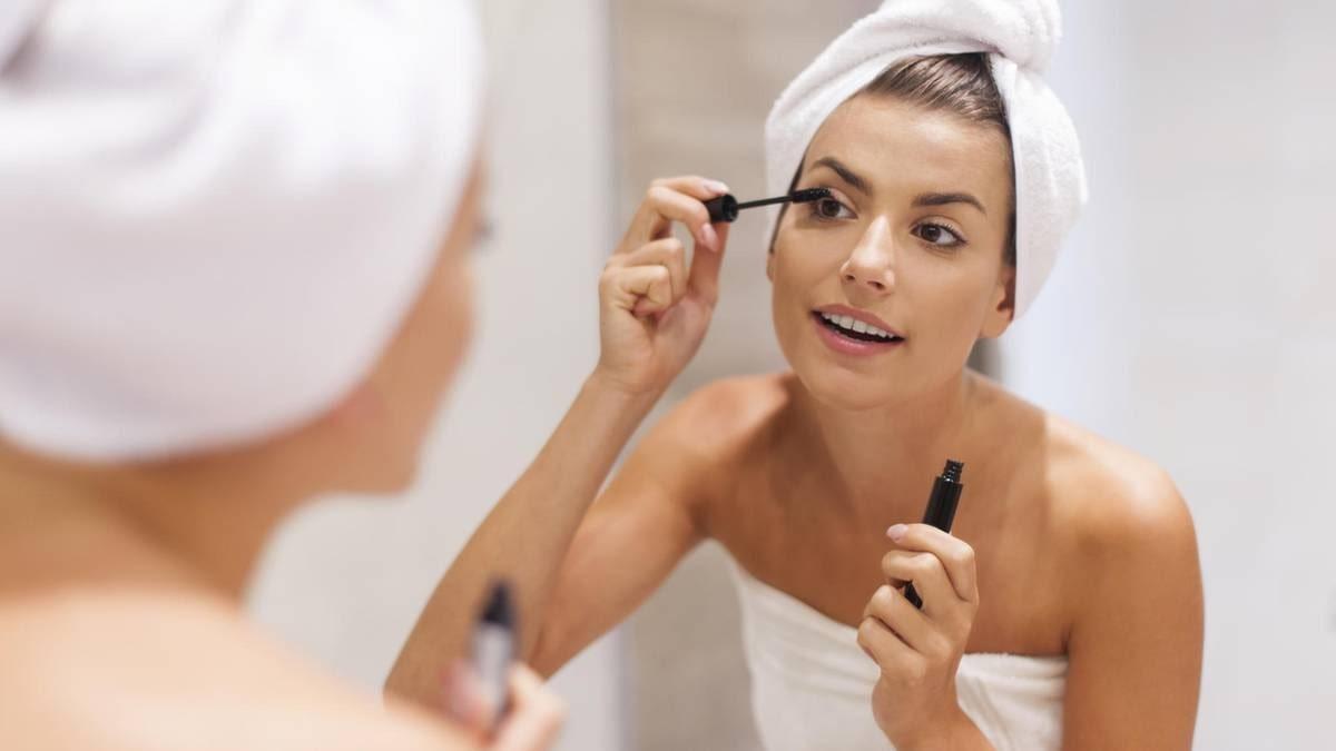woman applying mascara left-handed.