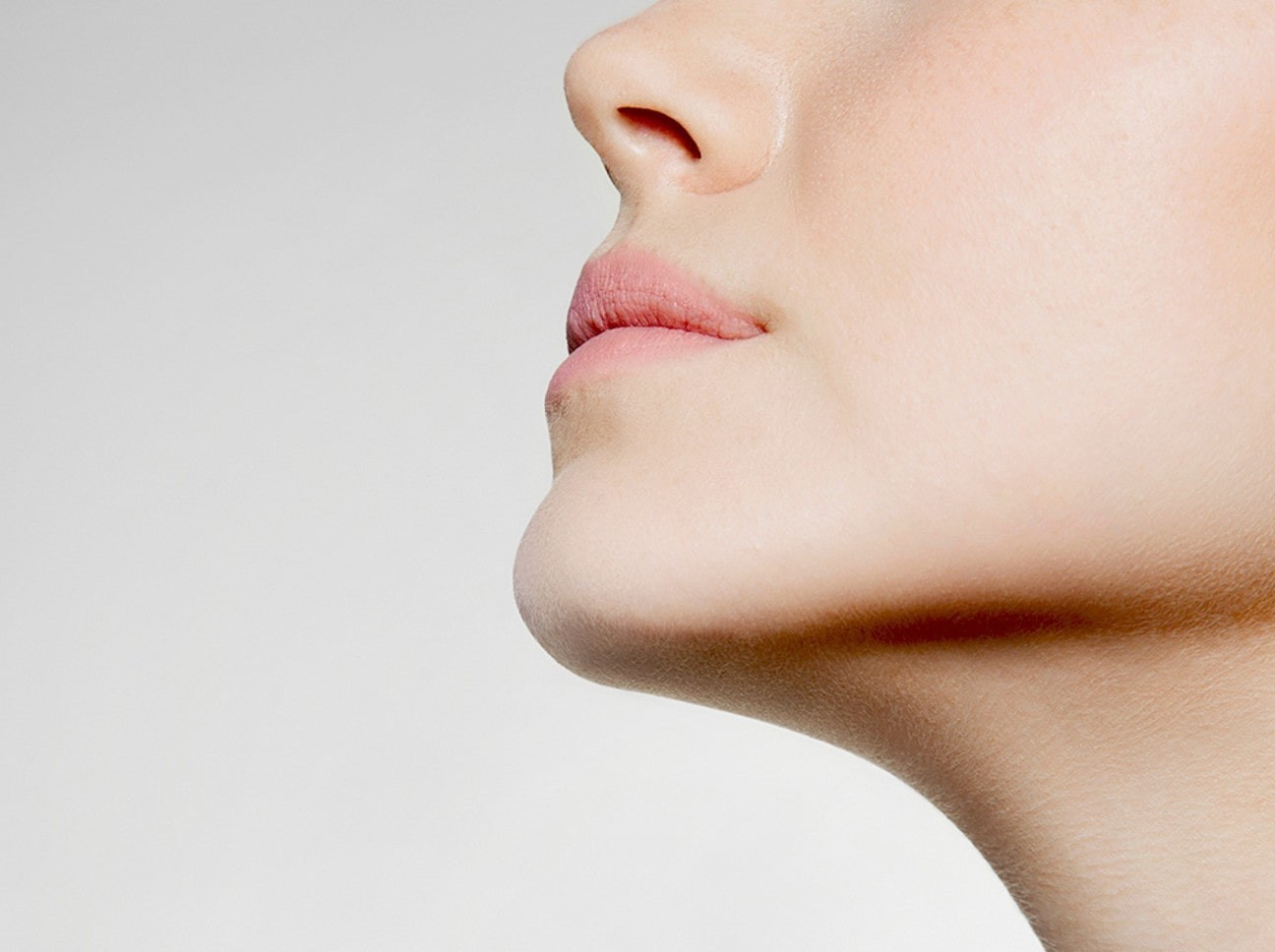 close up of a persons chin and neck.