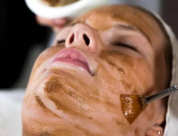 woman having a cocoa facial.