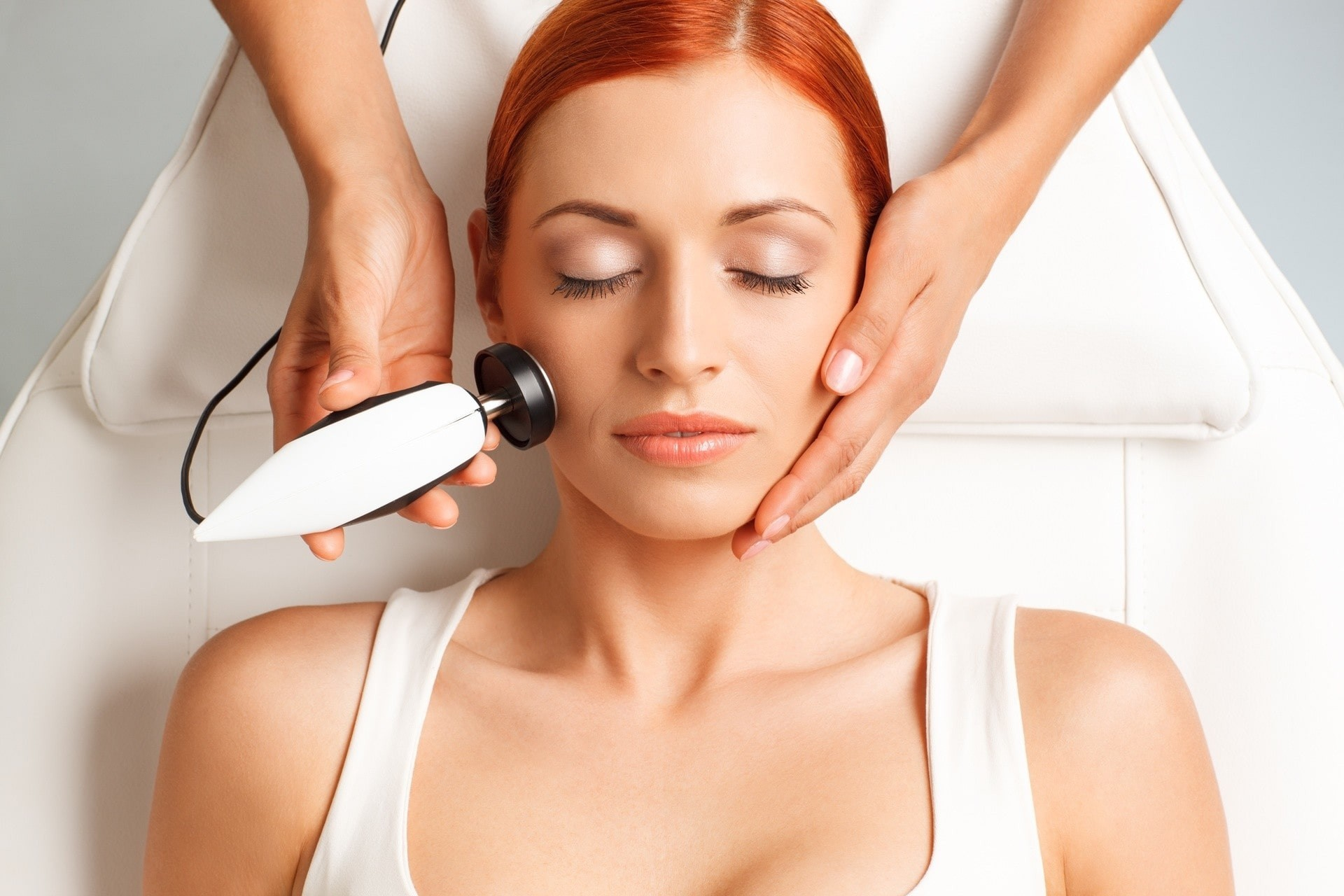 woman having radiofrequency on her face.
